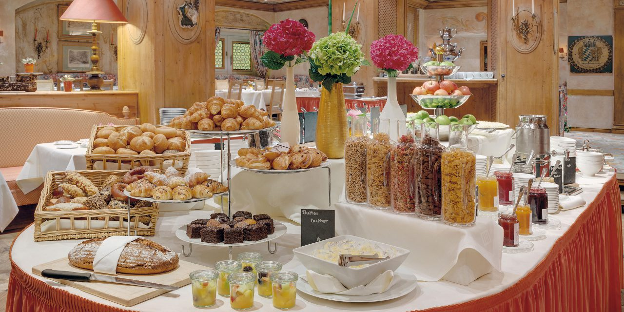 Rich breakfast buffet with Kellogs, muesli, croissants, fresh bread, fruit salad and much more at the Hotel Excelsior in Munich.
