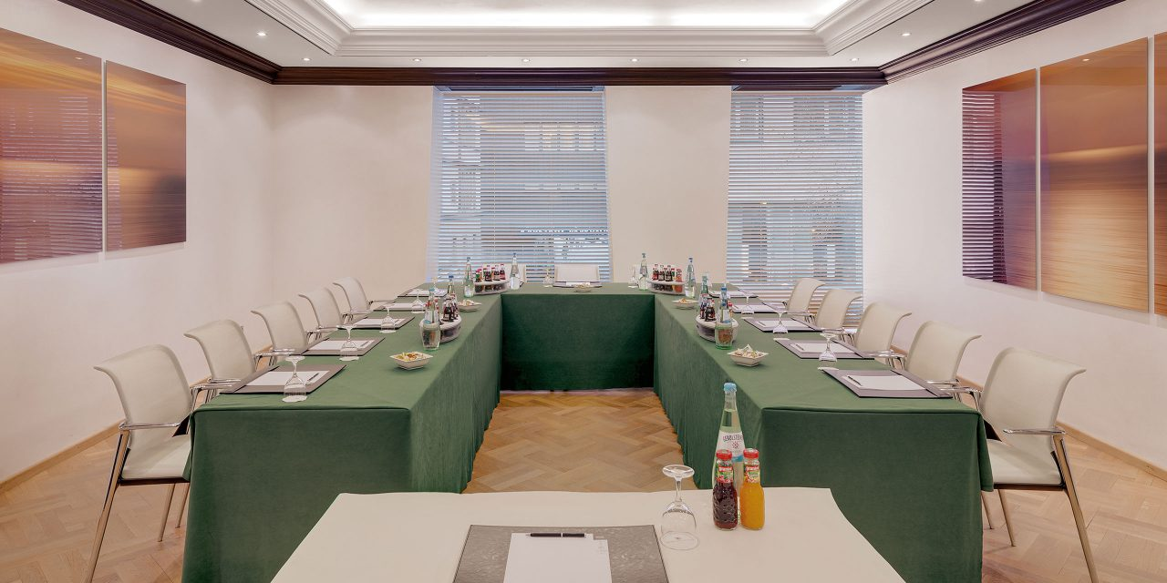 "Conference room ""Room One"" in Munich for a maximum of 45 people with large windows in the Excelsior Hotel."