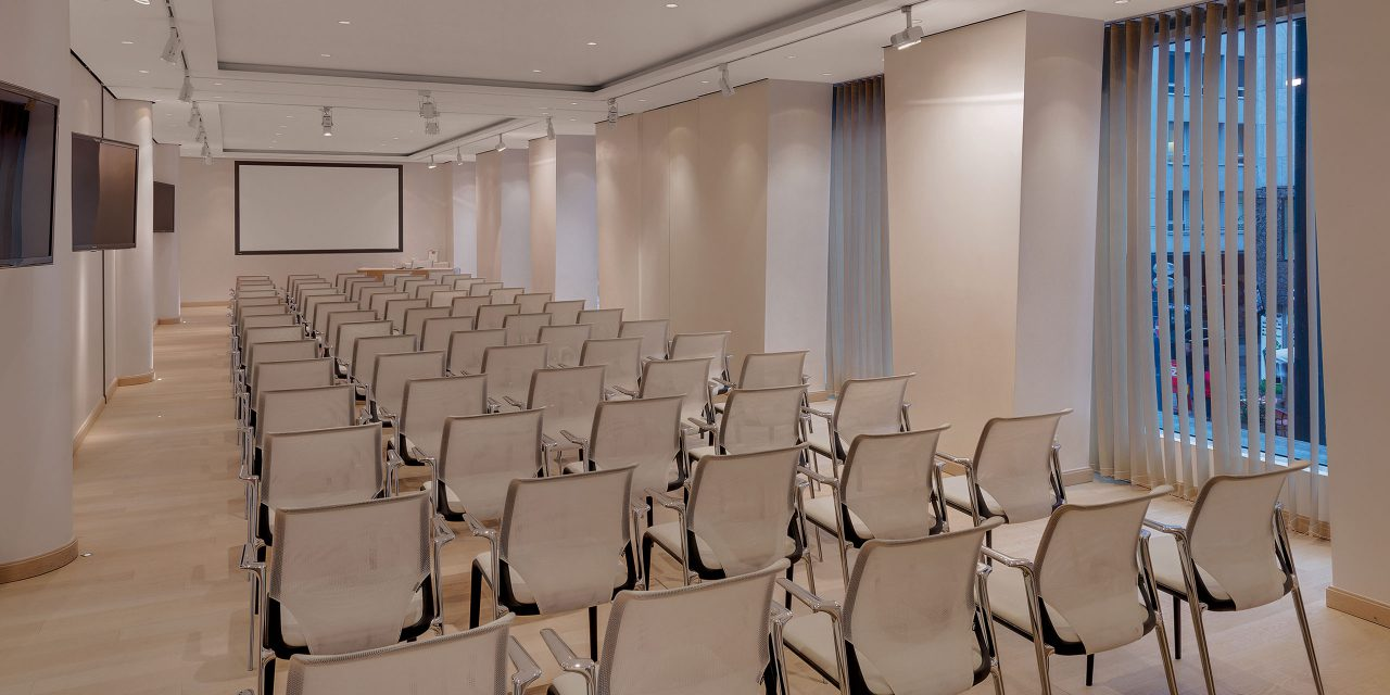 Large, seated and bright conference room for up to 100 people in the Excelsior conference hotel in Munich.