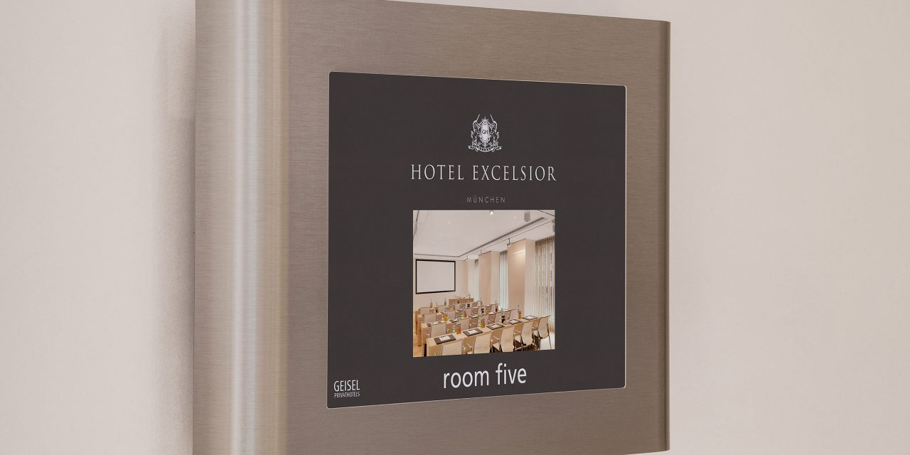 "Room display of the seminar room ""Room Five"" in the conference hotel Excelsior in Munich including photo."