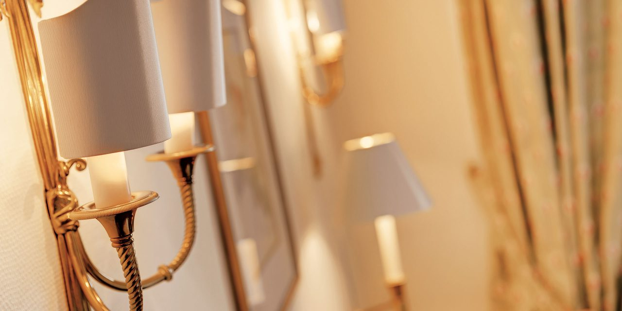 Detailed view of a luxurious wall lamp in the Excelsior Hotel in Munich.