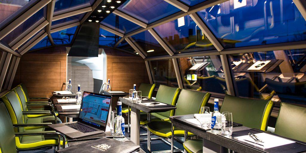 Meetingraum in einem Zug von Geisel dem Luxon